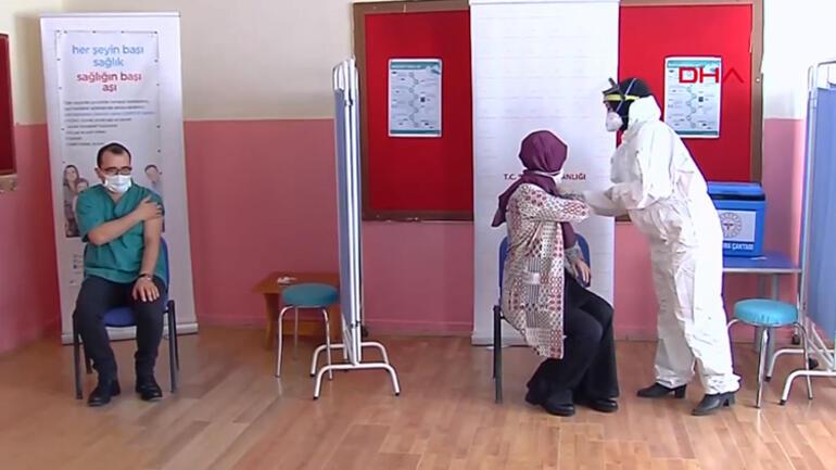 Öğretmenlere koronavirüs aşılaması başladı Bakan Ziya Selçuk koronavirüs aşısı oldu