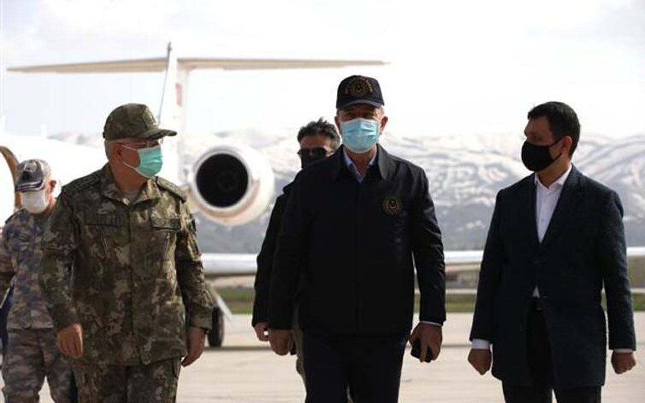 Milli Savunma Bakanı Akar harekat merkezinde
