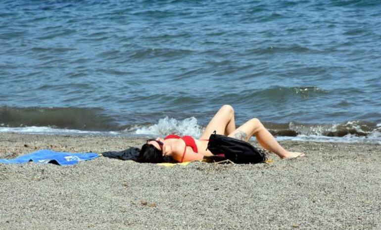 Marmariste turistler sahillere akın etti