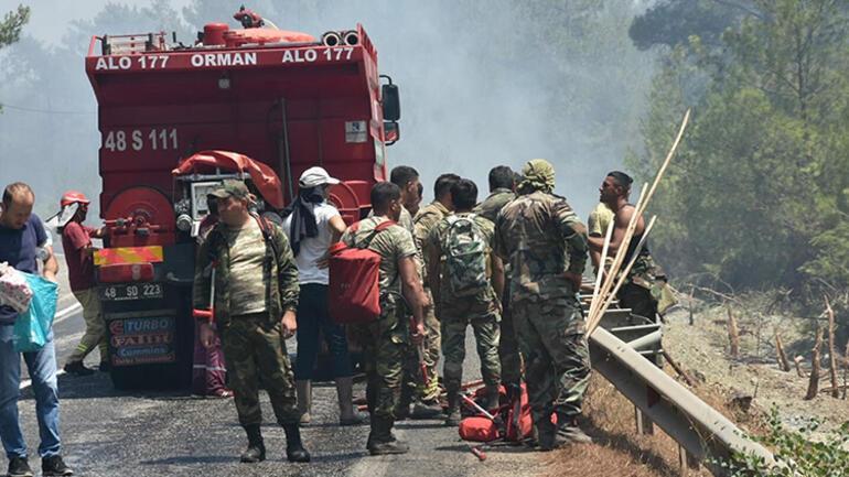 Son dakika haberi... Marmaris orman yangını son durum bilgileri: Karayolu ulaşıma kapatıldı