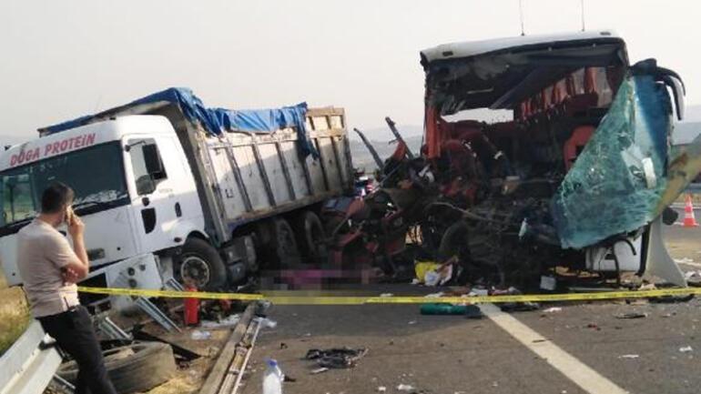 Son dakika: Somada otobüs TIRa çarptı... 9 kişi öldü, 30 yaralı var