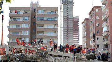İzmir depreminde 36 kişiye mezar olan Rıza Bey apartmanı davasında mimardan akıl almaz savunma!