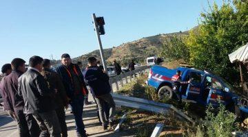 İzmir'de jandarma aracıyla otomobil çarpıştı: Yaralılar var